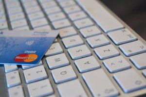 Black Friday Tilbud og Kreditkort Mastercard på tastatur