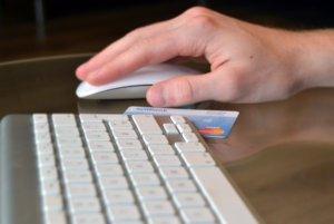 Black Friday indkøb med kreditkort tastatur og mus
