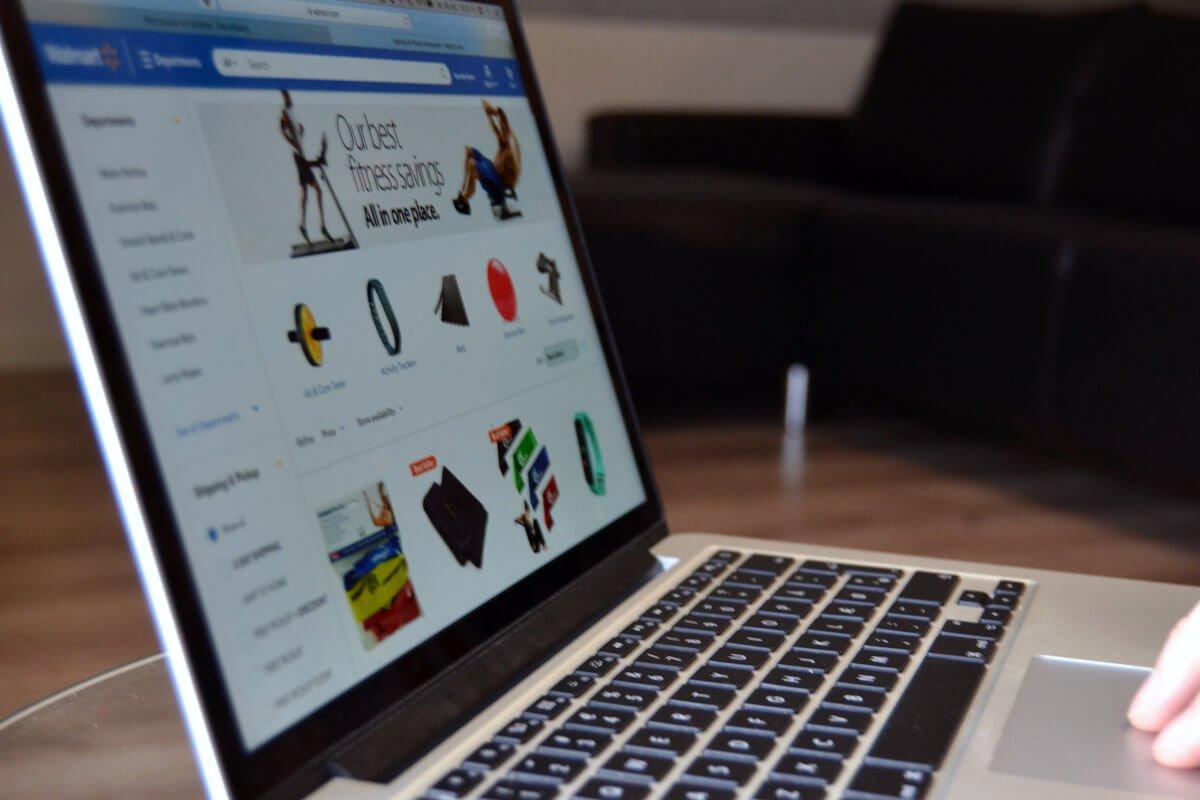 Shopping online på macbook